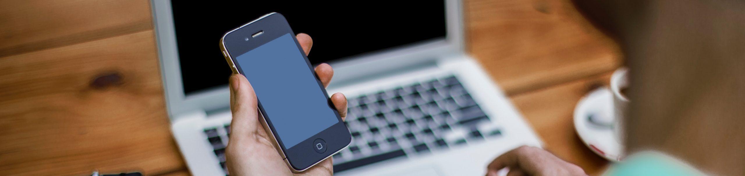 contactez nous smartphone et ordinateur