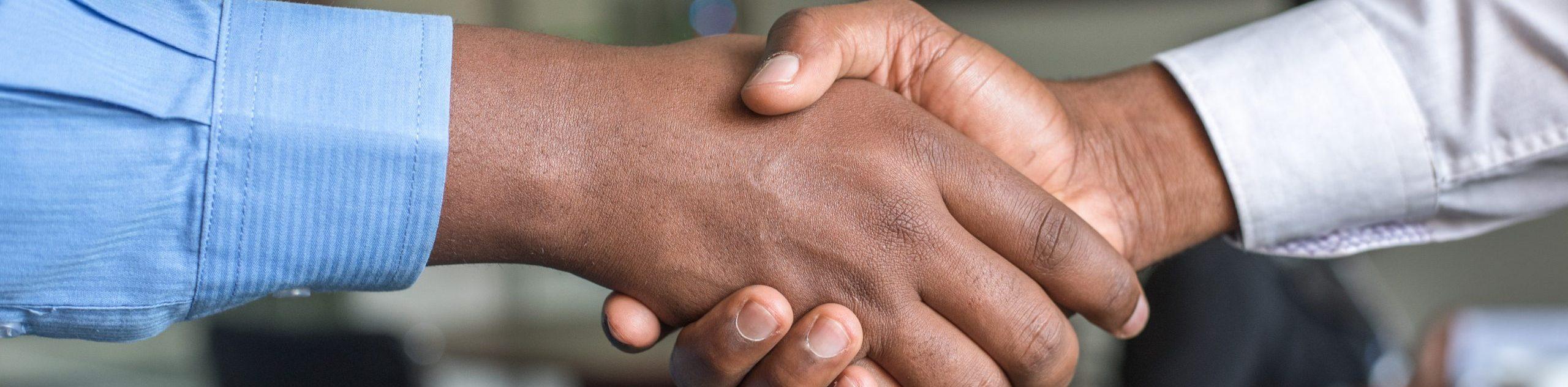 travail en Collectivité, poignée de mains